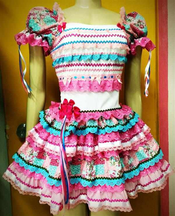 vestido de fita