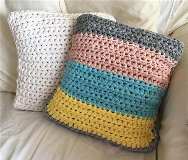 almofada colorida de trico gigante
