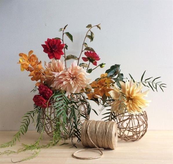 bolinha de barbante com flores