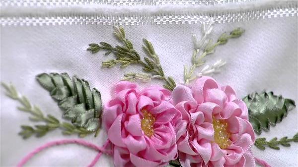 bordado de fita com flores