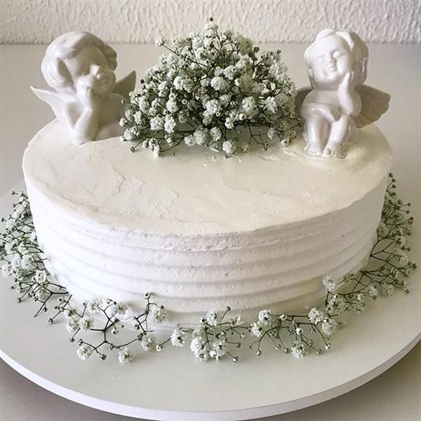 bolo batizado com flores