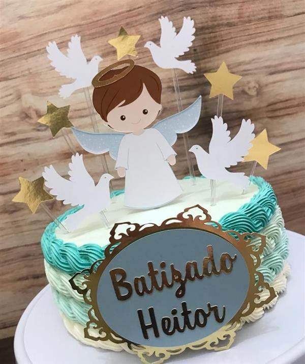 bolo batismo com plaquinha de anjinho