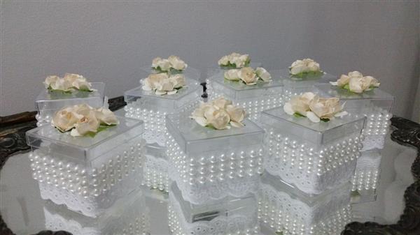 caixa acrilica com perolas