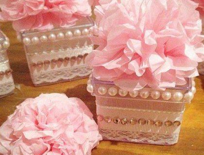 caixa acrilica com renda e flores