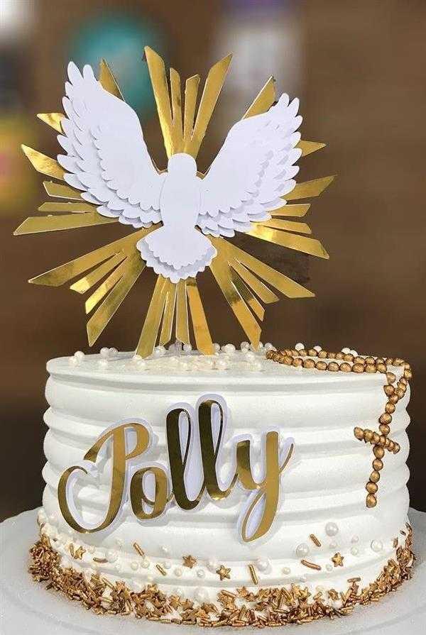 bolo com dourado para batizado