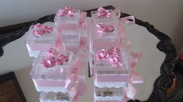 caixa acrlica com renda e flores