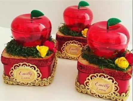 caixa com maçã