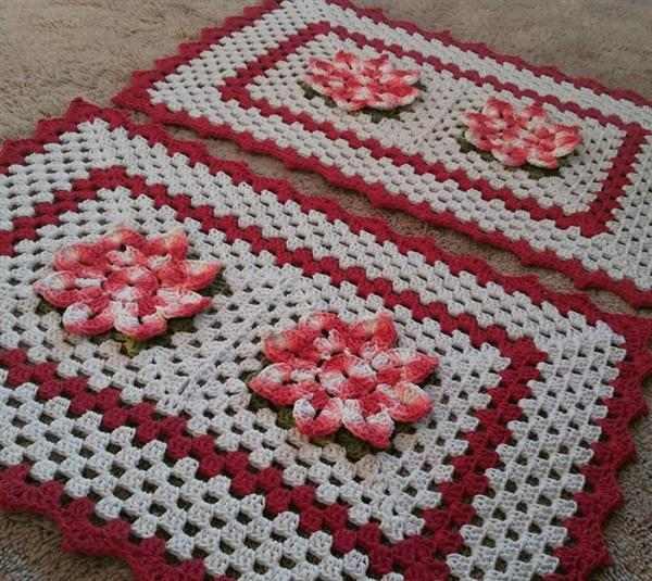 flor-de-croche vermelha com branco