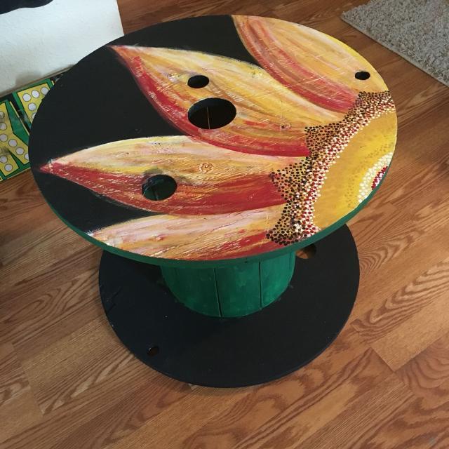 pintura na mesa de carretel