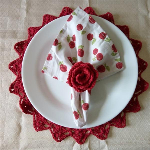 porta guardanapo com flor enrolada