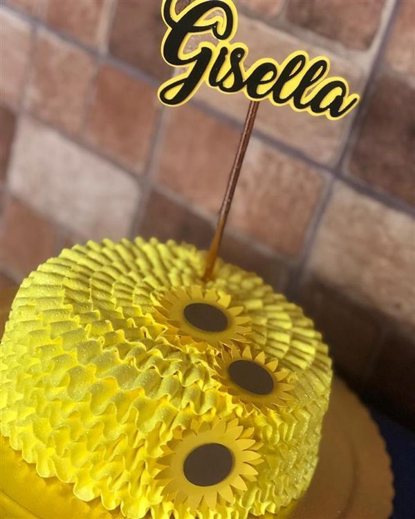bolo simples com topo de papel