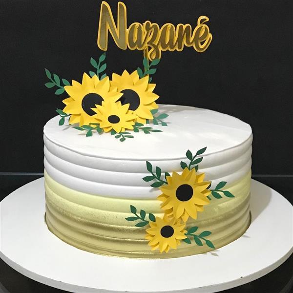 bolo branco com girassol