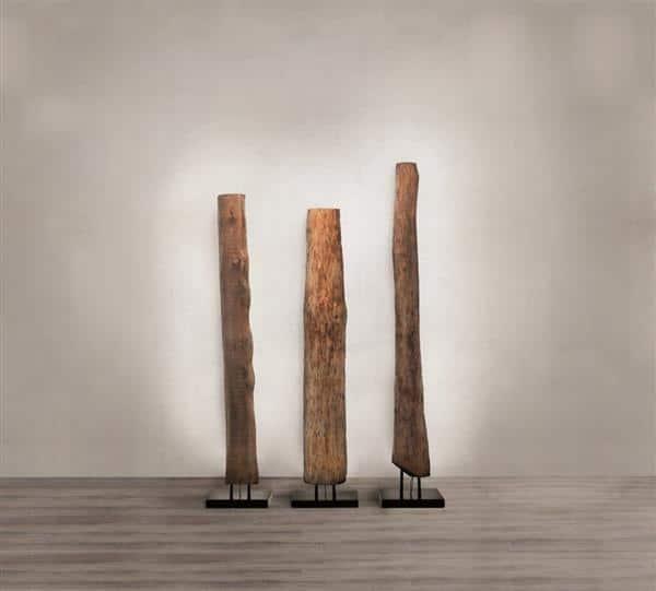 Luminária de chao de madeira