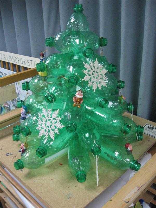 Opção-de-Árvore-de-Natal-com-Material-Reciclável