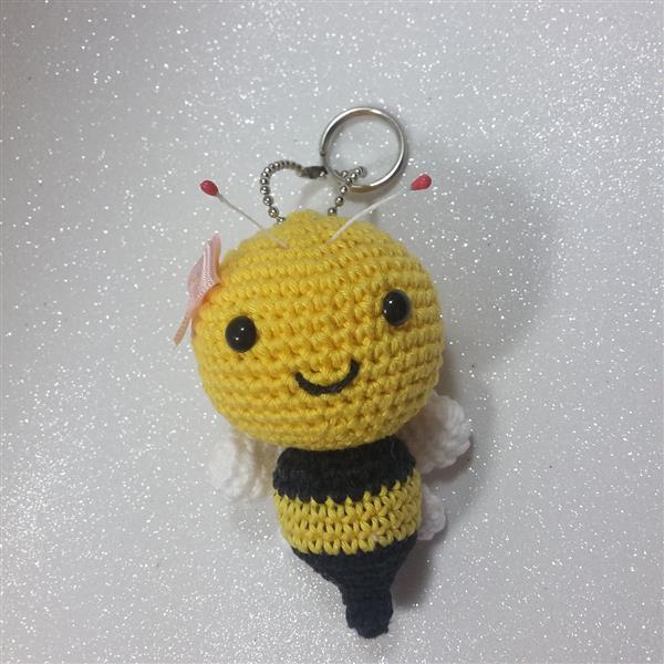 abelha-chaveiro-em-croche