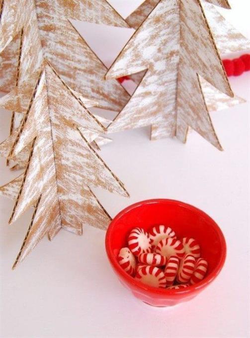 como-fazer-uma-árvore-de-natal-reciclando-papelão