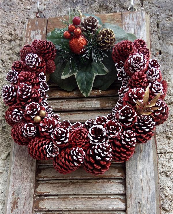 guirlanda-rustica-de-pinhas-naturais-decoracao