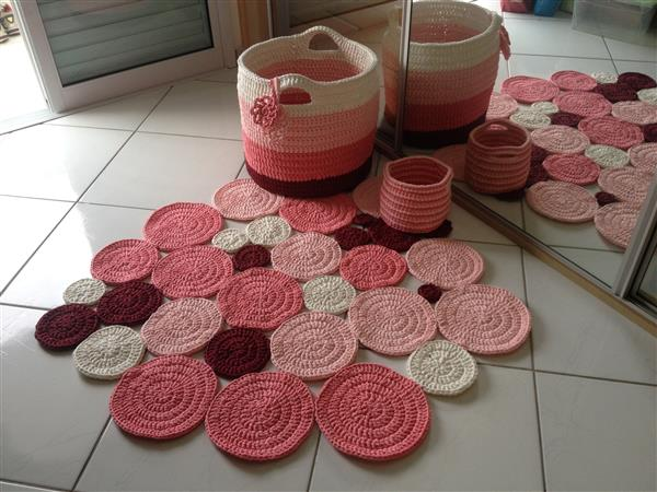 tapete-de-bolas-em-fio-de-malha-decorando-a-casa