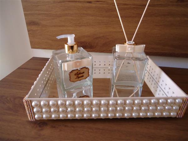 bandeja-lavabo-com-perolas-espelhada-bandeja-espelhada-banheiro