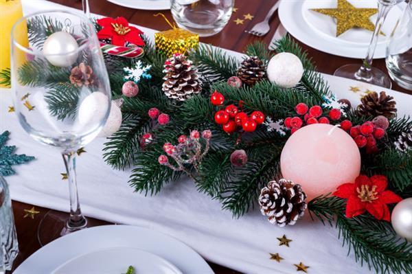 decora-um-arranjo-de-natal-com-velas