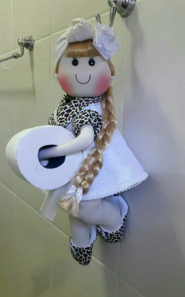 boneca-porta-papel-higienico-de-parede-com-tranca