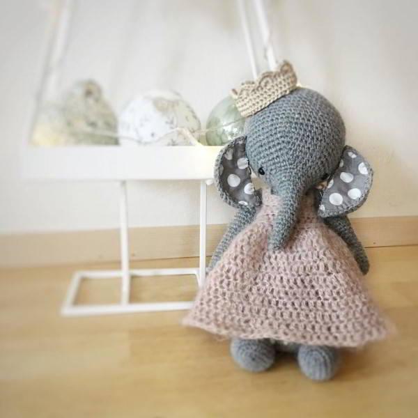 peso de porta elefante de crochê