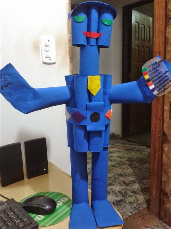 robo feito de rolos