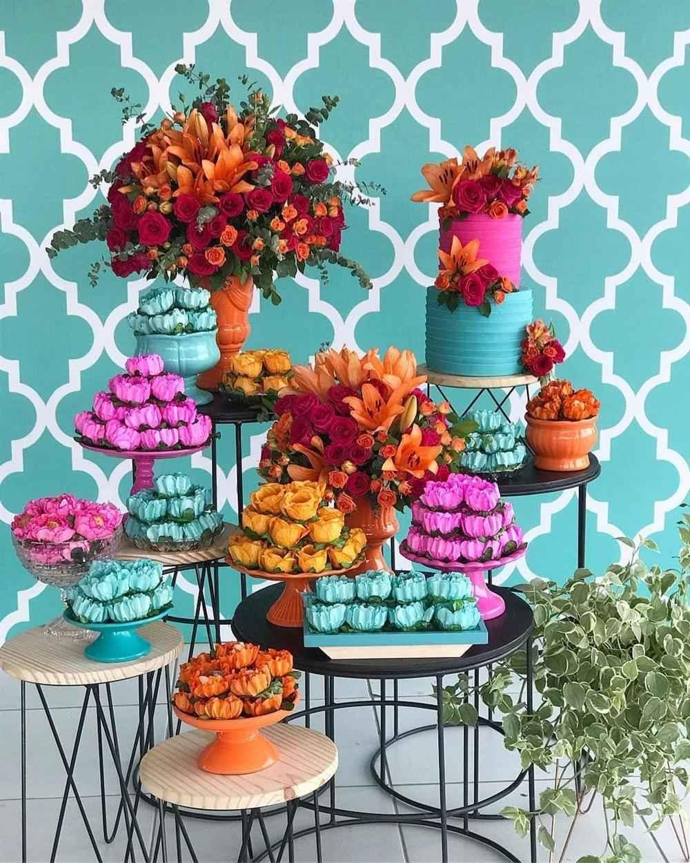 festa azul, laranja e rosa