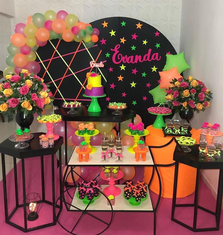 Festa tema neon colorido