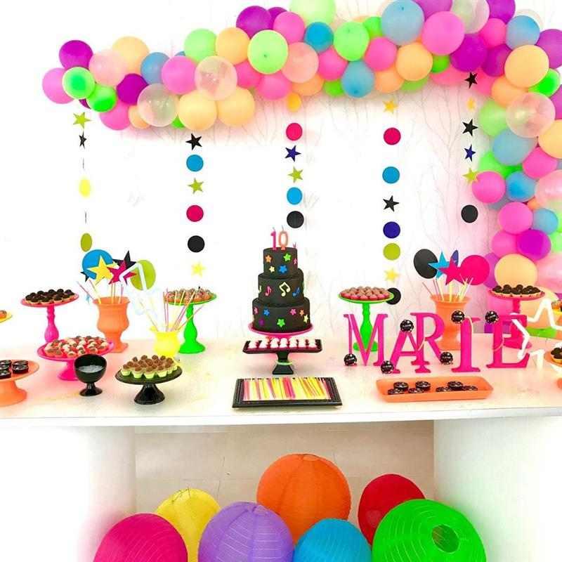 festa neon com baloes
