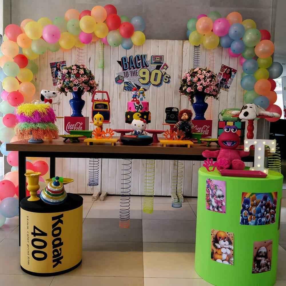 festa decorada dos anos 90