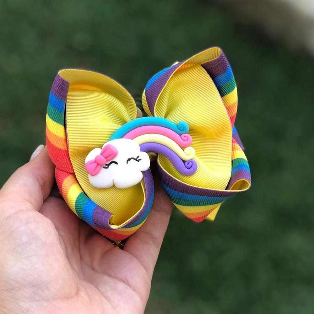 laço com aplique de arco iris