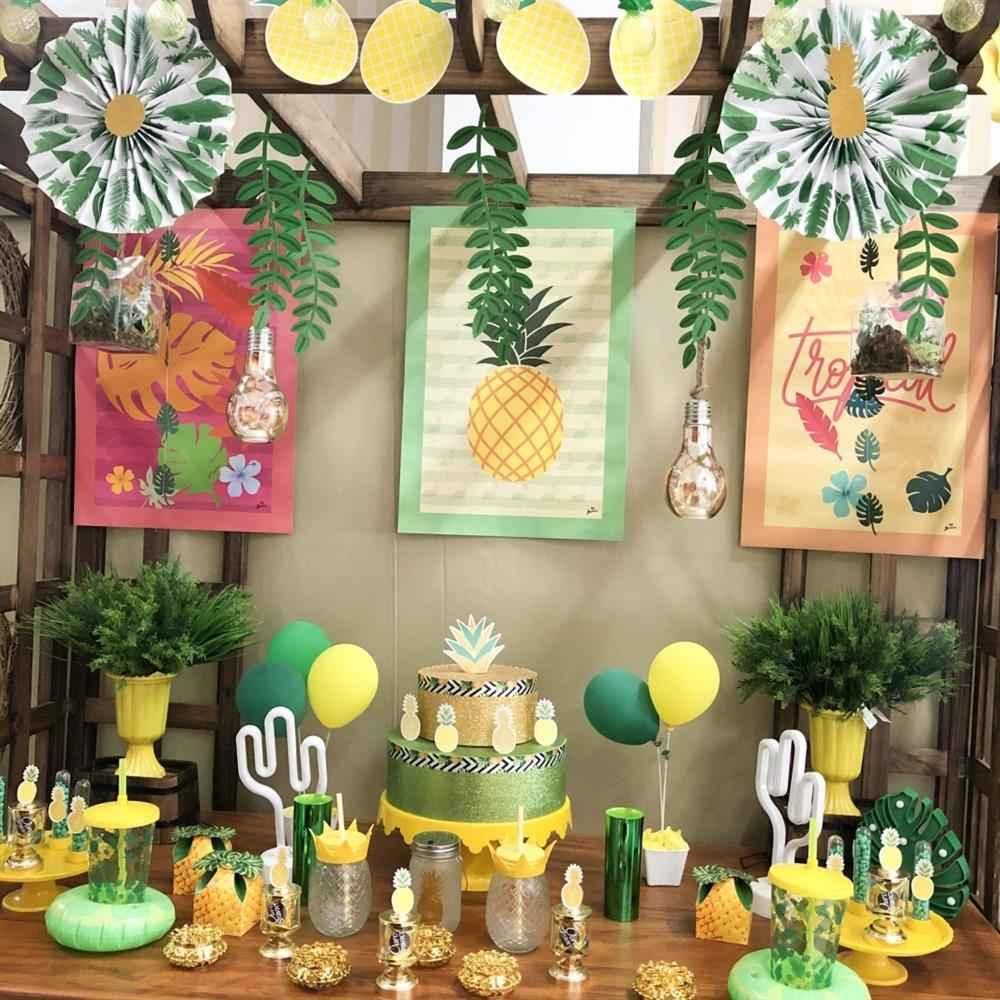 festa com abacaxi