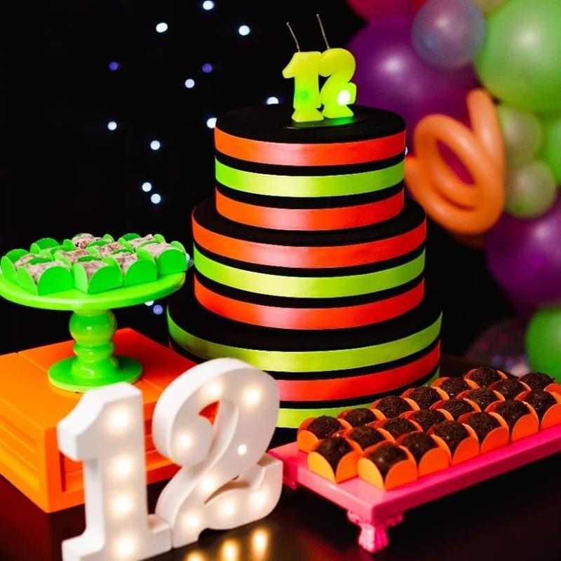 bolo decorado com fitas