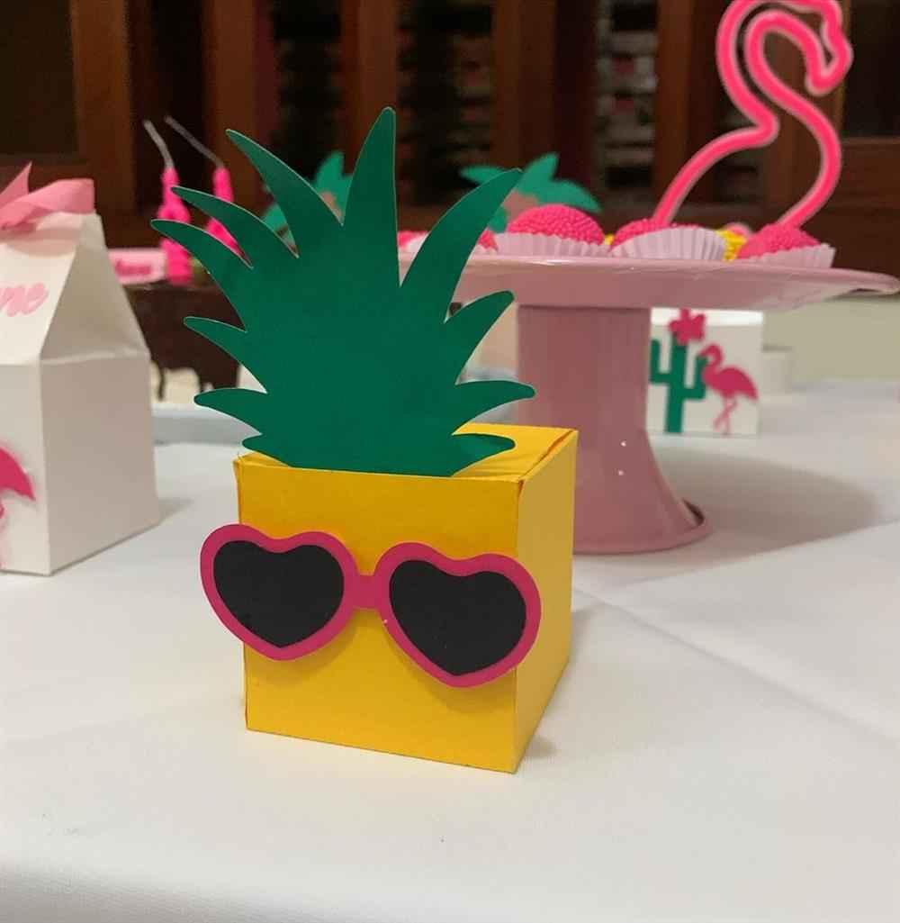 caixa tropical abacaxi
