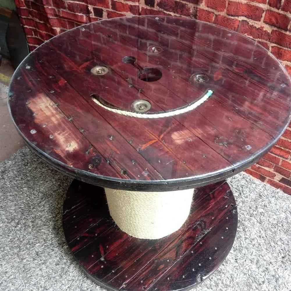 mesa de carretel com tampa de vidro