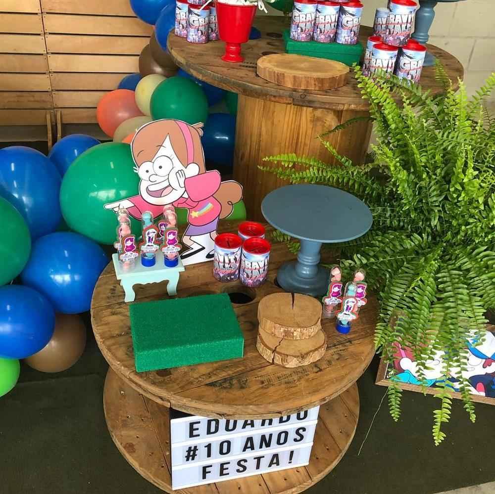 bobina de madeira decorando festinha infantil