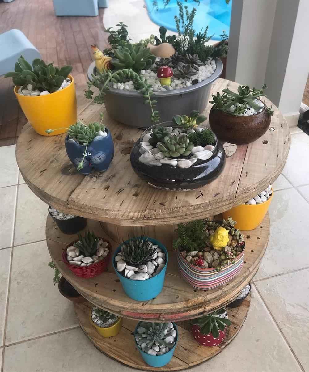 Carretel decorado com plantinhas