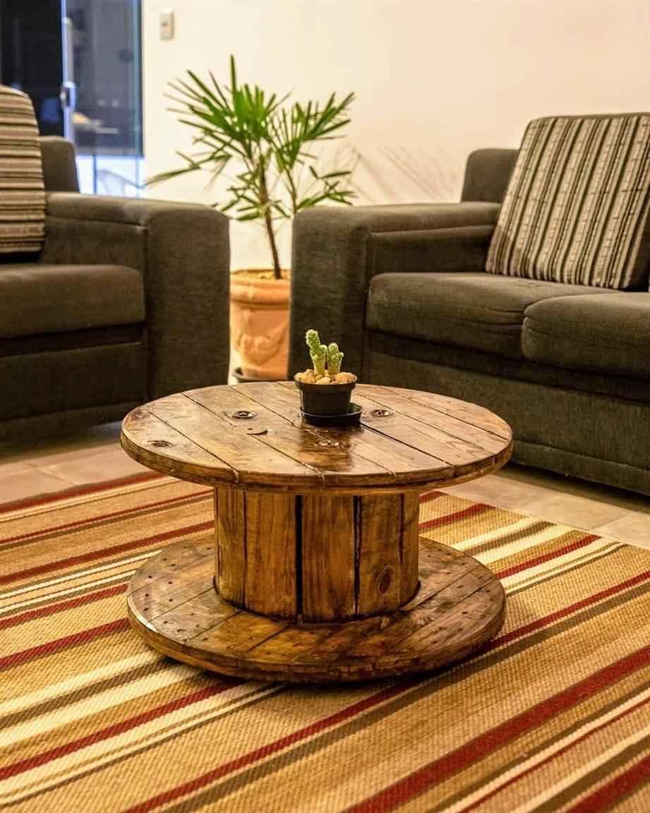 centro de mesa feito com bobina