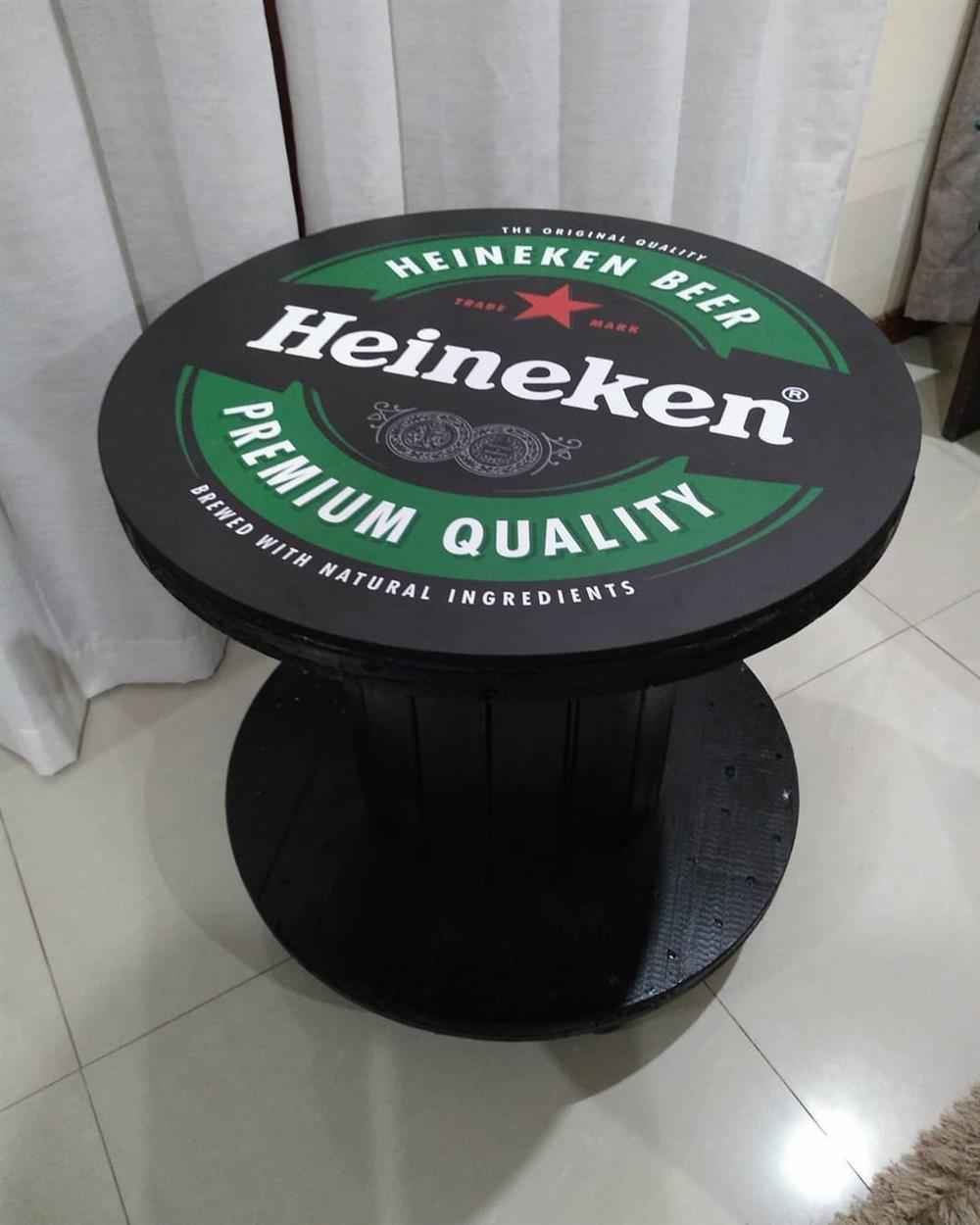 mesa decorada heineken