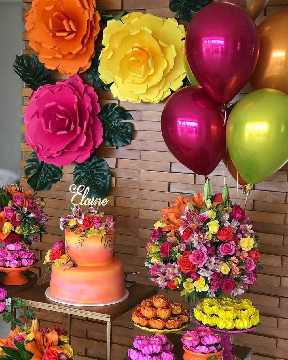 15 anos colorido com flores gigantes
