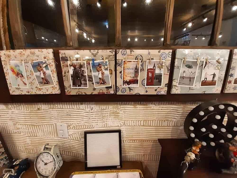 fotos em quadros na mureta