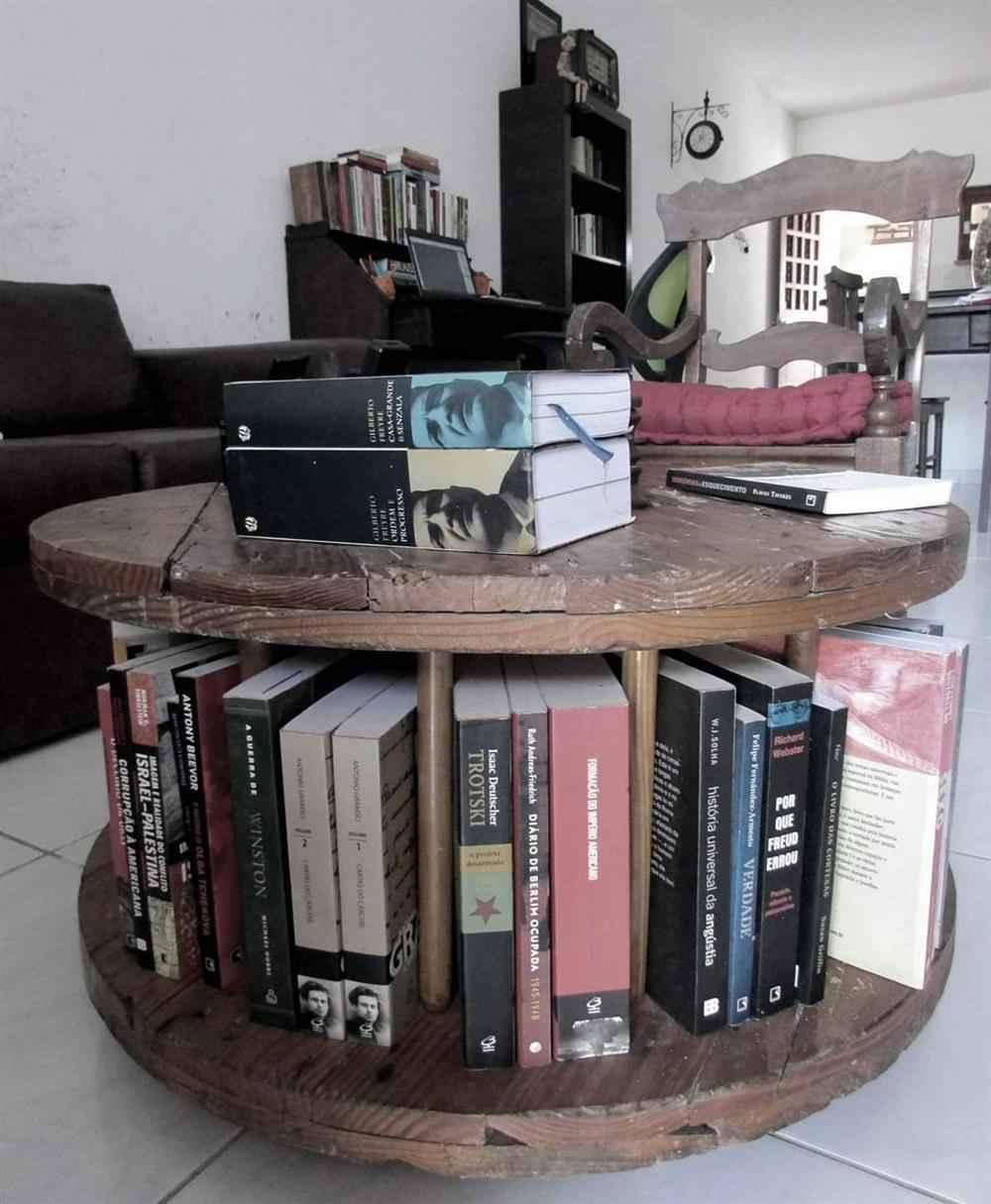 porta livros feito com carretel