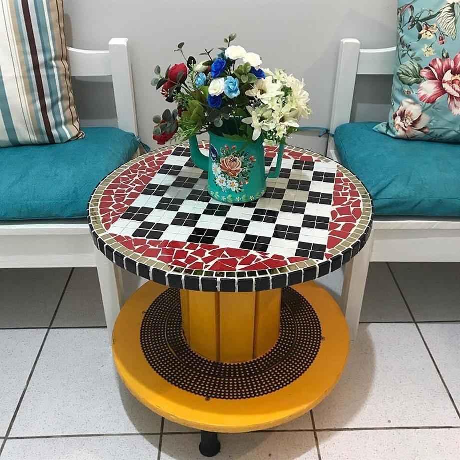 mosaico em mesa de carretel