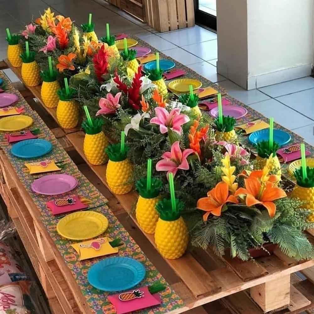 abacaxis na mesa