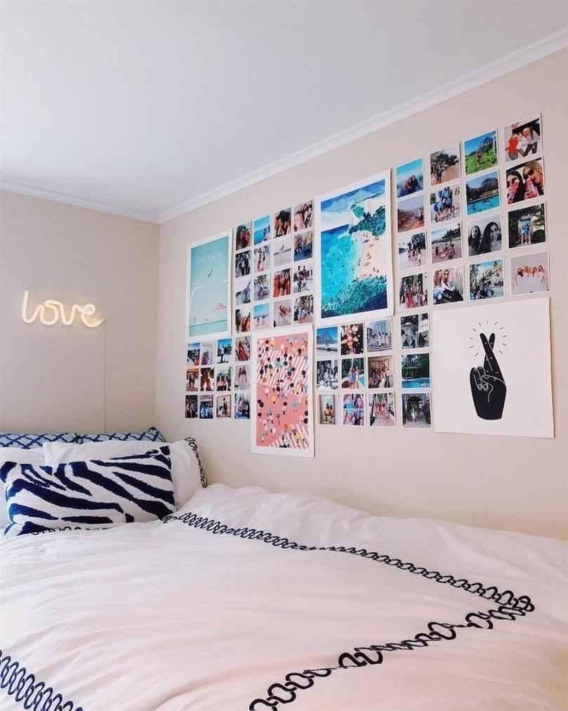 parede preenchida de fotos