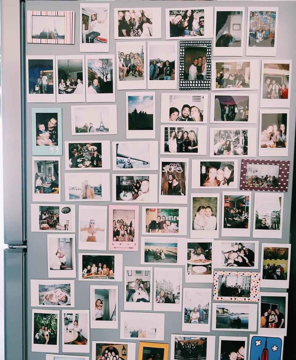 Mural de fotos na geladeira