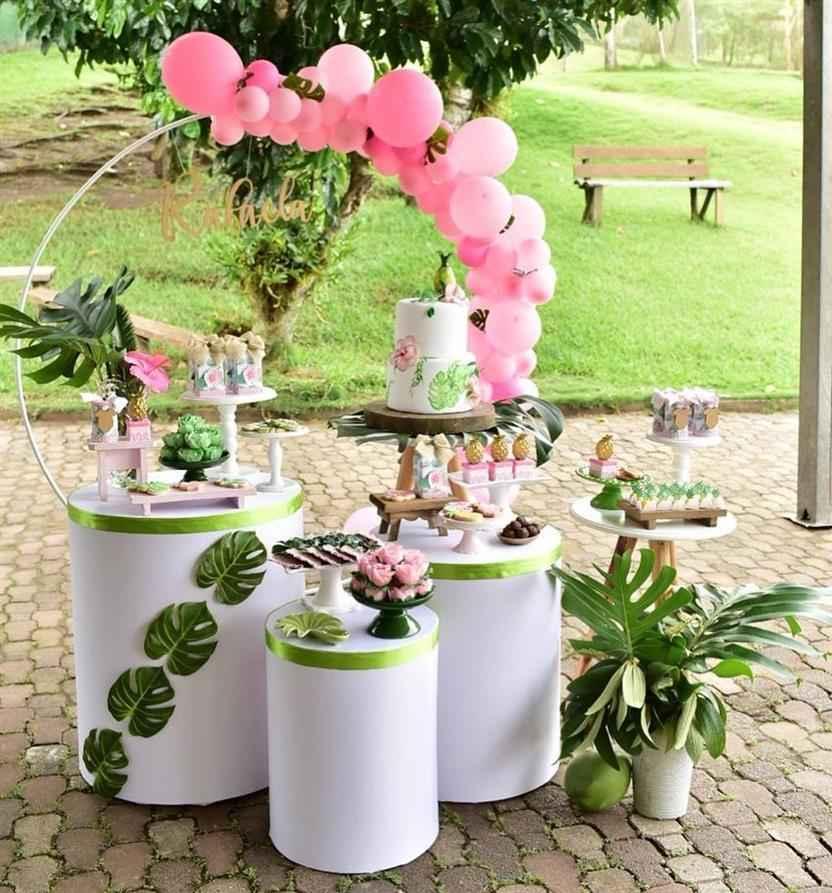 festa pequena decorada ao ar livre