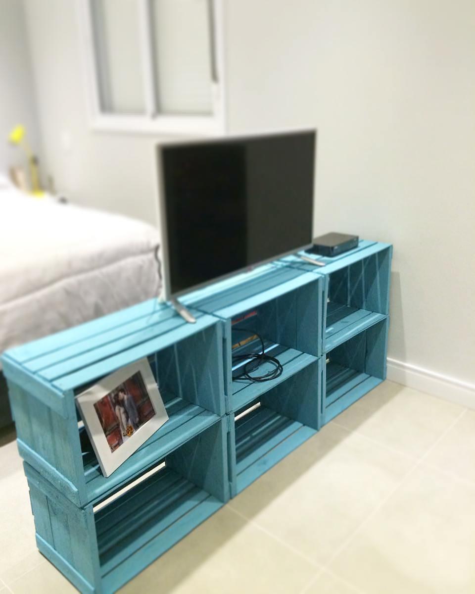 estante para tv colorida