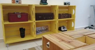 estante de caixote para sala rustica